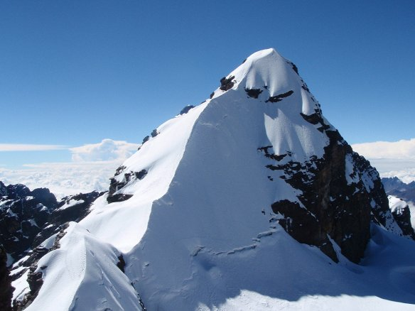 Alpameyo has a pretty steep summit ridge....